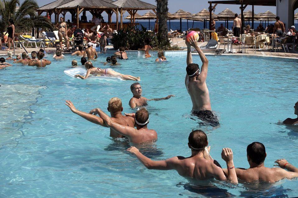 Children & adult swimming pool : avrabeach.gr